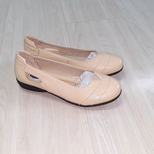 *NWT* Dr Scholl's leather flats sz 6.5